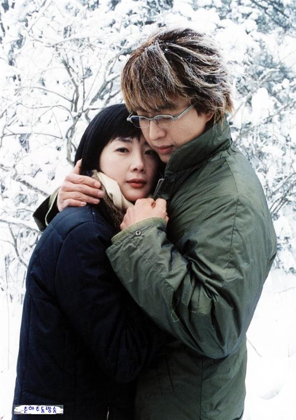 Cặp đôi Hậu duệ Mặt Trời được bình chọn là cặp đôi lịch sử màn ảnh Hàn