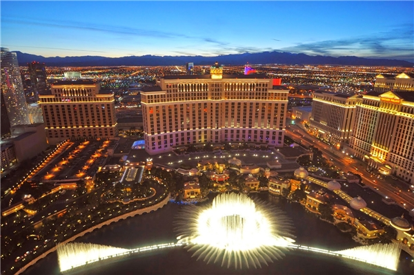 20160425-030044-bellagio_fountain_show_2010_las_vegas_600x398