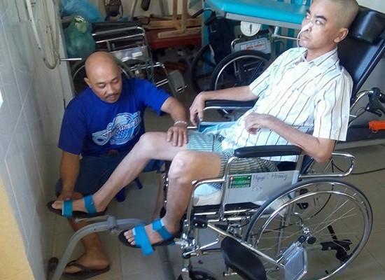 Sau gần nửa năm đấu tranh với bệnh tật, nam diễn viên Nguyễn Hoàng đã được xuất viện. - Tin sao Viet - Tin tuc sao Viet - Scandal sao Viet - Tin tuc cua Sao - Tin cua Sao