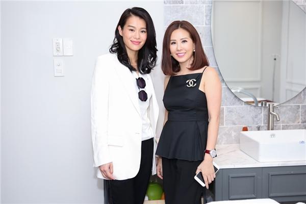 Sau bữa ăn, Hồ Hạnh Nhi đã tới thăm cơ sở kinh doanh mới của hoa hậu Thu Hoài tại quận Phú Nhuận.