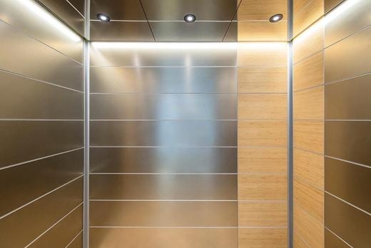 Ý nghĩa về tấm gương soi có trong mọi chiếc thang máy khiến không ít người tò mò.(Ảnh: Internet)