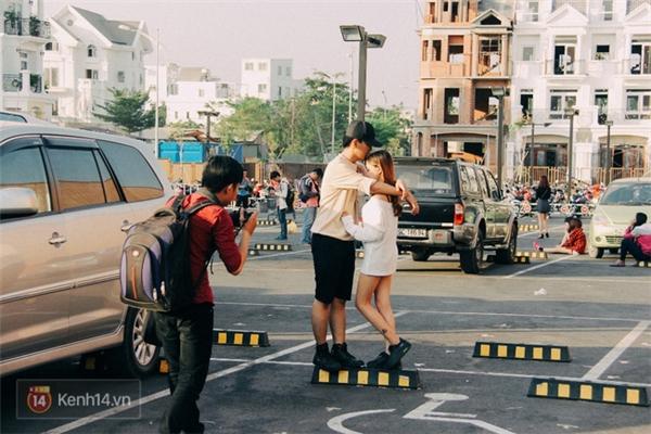 Muốn cho ra đời 1 bức ảnh lãng mạn đúng chất Mỹ? Hãy đến ngay bãi giữ xe.