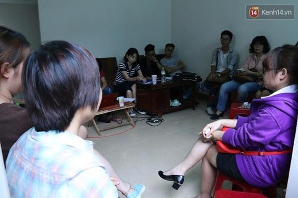 Tham gia buổi họp gồm đông đảo TNV của Trạm cứu hộ và phóng viên các báo.