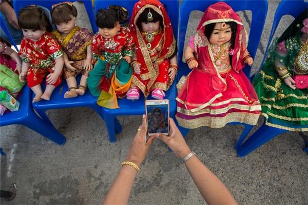 Nghi lễ Wai Khru với những con búp bê Luk Thep
