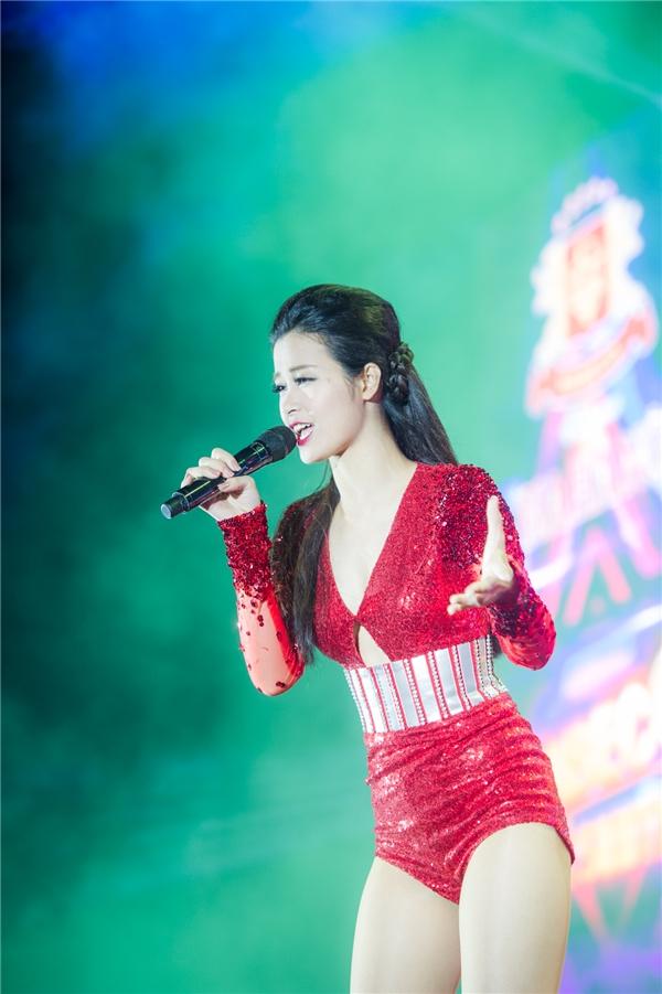 Hình ảnh Đông Nhi tại đêm diễn. - Tin sao Viet - Tin tuc sao Viet - Scandal sao Viet - Tin tuc cua Sao - Tin cua Sao
