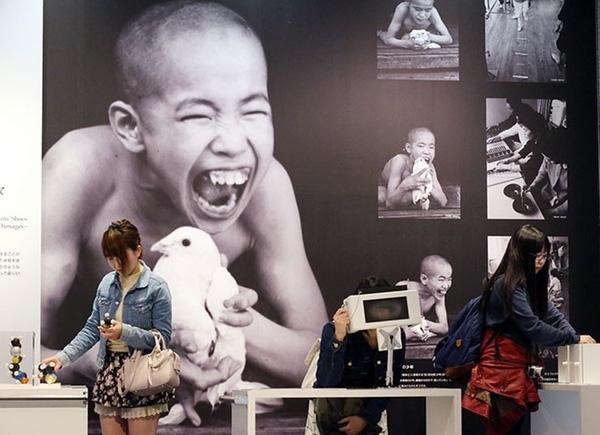 Bảo tàng bệnh Minamata ở Nhật Bản trưng bày các hình ảnh về người mắc bệnh. (Ảnh: Masaru Komiyaji)