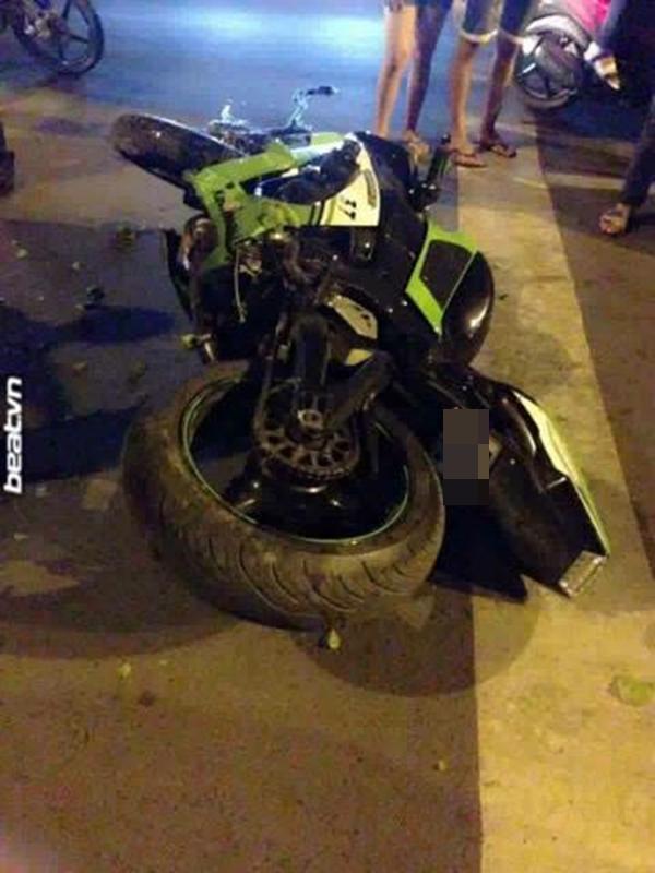Chiếc xe gặp tai nạn trong đêm - (Ảnh: beatvn)