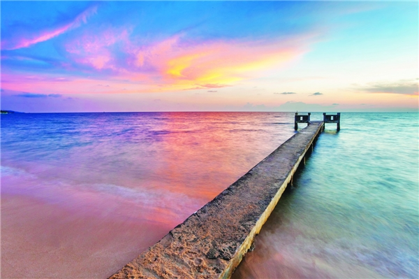 Cảnh sắc tự nhiên, hoang sơ nhưng vẫn đẹp đến lạ lùng củabuổi sớm mai trên đảo Phú Quốc.(Ảnh: Internet)