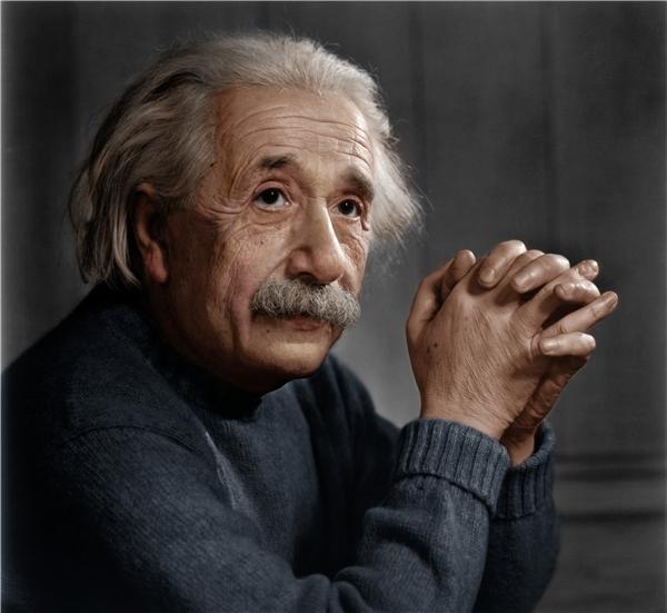 Albert Einstein (1879-1955) là nhà khoa học thiên tài người Đức.