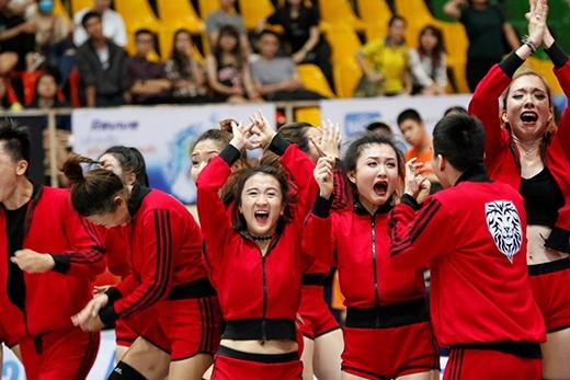 Những giọt nước mắt vỡ òa của các đấu thủ Hoa Sen khi BGK quyết định họ là đội sẽ được bước vào vòng trong.