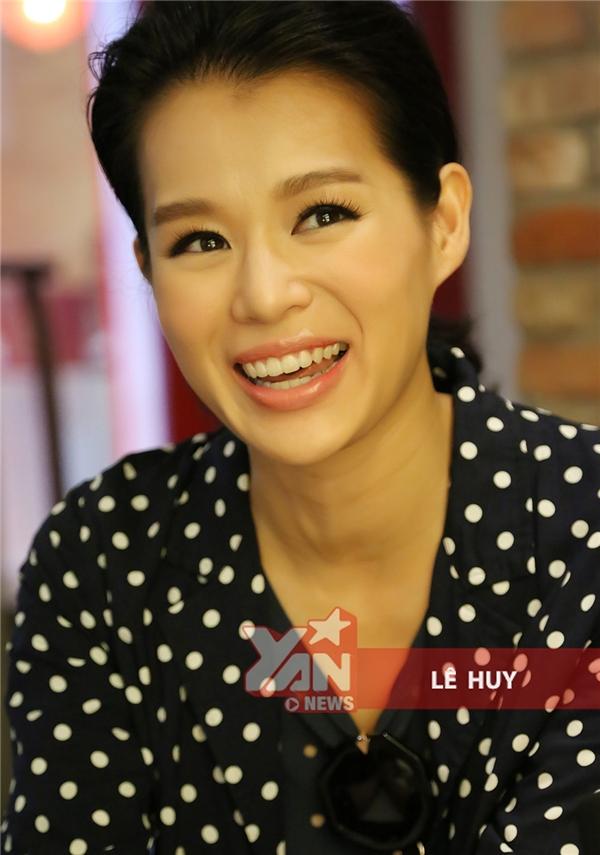 """Hồ Hạnh Nhi: """"Tôi bất ngờ khi ông xã được fan Việt quan tâm đặc biệt"""""""
