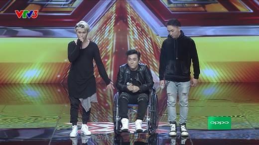 Yanbi ngồi xe lăn vẫn biểu diễn cực xung trên sân khấu