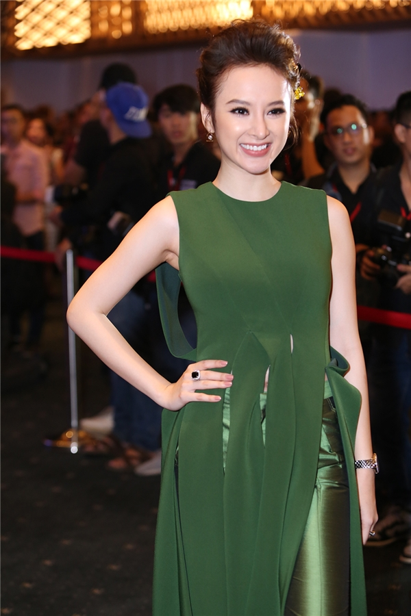 Nụ cười rạng rỡ luôn hiện hữu trên môi của nữ diễn viên trẻ. - Tin sao Viet - Tin tuc sao Viet - Scandal sao Viet - Tin tuc cua Sao - Tin cua Sao