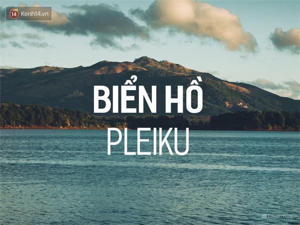 Biển hồ Tơ Nưng ở Pleiku (Gia Lai) vốn là một miệng núi lửa khổng lồ, nhưng có vẻ đây là miệng núi lửa trong xanh và hiền hòa nhất. Biển Hồ quanh năm luôn đầy nước, xanh ngắt như một tấm gương được lắp trên cao nguyên đầy mây. Đây được xem là một điểm tham qua vừa lý thú, vừa đầy tự hào của người dân Pleiku.