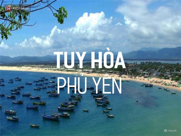 Thành phố Tuy Hòa, Phú Yên là 1 thành phố biển vô cùng thơ mộng, với nét hoang sơ chưa bị khai phá nhiều bởi các tour du lịch. Nhắc tới Phú Yên là không thể bỏ qua biển xanh cát trắng, hải sản tươi ngon và vô số các món ăn khác. Đặc biệt, từ thành phố Tuy Hòa, bạn có thể thoải mái di chuyển đến hàng loạt các địa danh khác của Phú Yên như Vũng Rô, Hòn Nưa... mà hầu như không gặp trở ngại gì về đường sá.