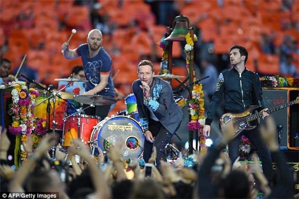 Ban nhạc Coldplay tỏ ra rất cảm kích trước sự sung sướng đến phát khóc của cậu bé và đăng đoạn phim lên trang cá nhân của nhóm. (Ảnh: Internet)
