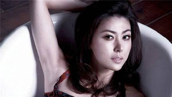 """Sung Hyun Ah - cựu á hậu Hàn Quốc từng bị bắt vì nghi ngờ """"bán hoa""""."""