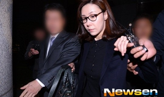 Gương mặt tiều tụy của Sung Hyun Ah khi ra hầu tòa