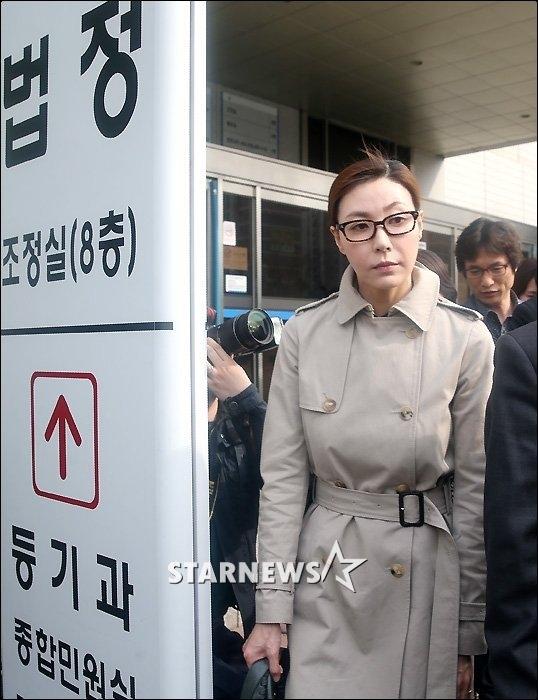 Hình ảnh Sung Hyun Ah trong thời điểm phiên tòa cách đây nhiều năm