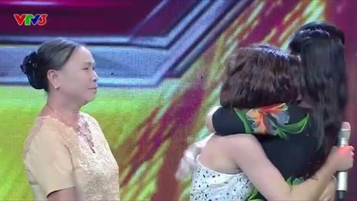 Rơi nước mắt với màn hội ngộ mẹ sau 12 năm của thí sinh 16 tuổi