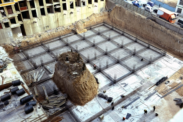 Đây là một ngôi mộ nằm trên một mô đất cao đến 10m được chừa lại tại một công trường ở Thái Nguyên, Sơn Tây.