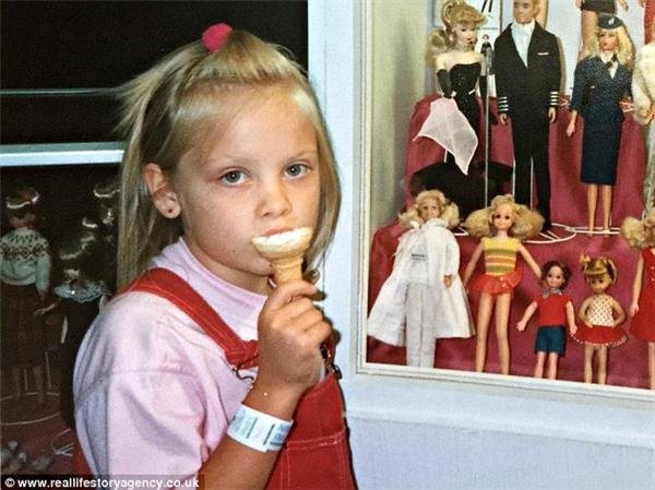 Từ khi còn nhỏ, Jasmin đã rất yêu thích Barbie và ban nhạc Spice Girls. (Ảnh: Internet)