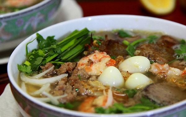 Hủ tiếu Nam Vang - nổi bật với vị ngọt đậm đà từ nước lèo thịt bằm. (Ảnh: Internet)