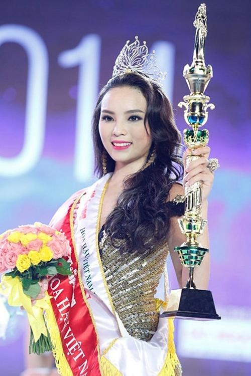 Kỳ Duyên khi đăng quang Hoa hậu Việt Nam 2014.