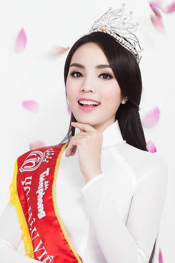 Khi đăng quang Hoa hậu Việt Nam 2014, Kỳ Duyên vẫn sở hữu chiếc cằm khá tròn và gương mặt bầu bĩnh.