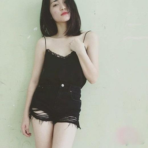 Hòa Minzy đã nhiều lần đăng ảnh mặt mộc lên trang cá nhân để xin bí quyết chữa trị. Ảnh: Internet.