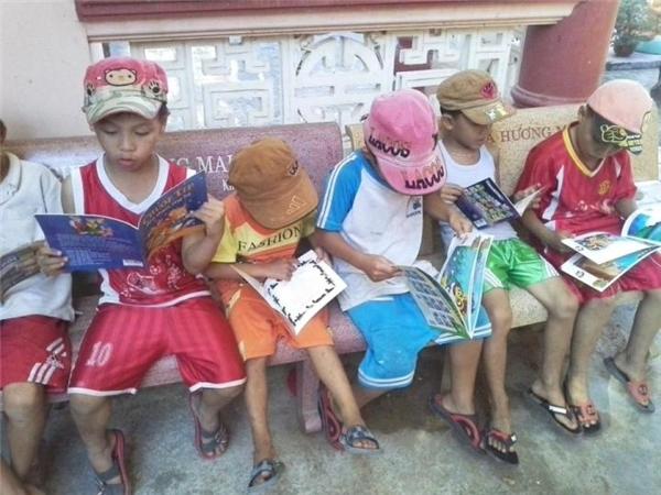 Đừng để định kiến khiến chúng ta nghĩ rằng những đứa trẻ nghèo chẳng màng tới sách vở. (Ảnh: Internet)