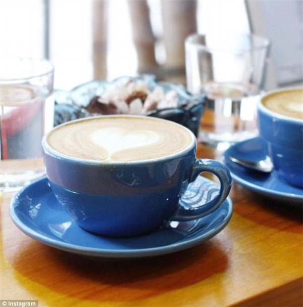 Đừng uống cà phê vào 3 giờ chiều, nó sẽ khiến bạn mệt mỏi hơn vào cuối buổi.