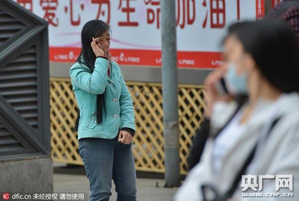 Dù có nhiều người tốt bụng sẵn lòng giúp đỡ nhưng khuôn mặt của cô Lưu vẫn gây khiếp đảm cho nhiều người khác, khiến họ chỉ muốn lánh xa chứ không dám lại gần.