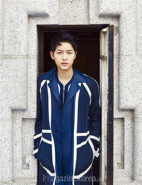 Song Joong Ki khẳng định không có đại úy Yoo ngoài đời thực