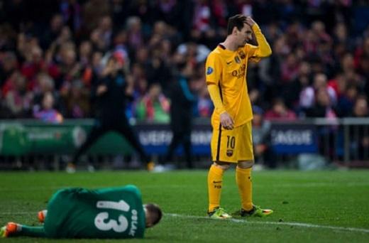 Barcelona tan mộng ăn ba sau khi bị loại ở Champions League