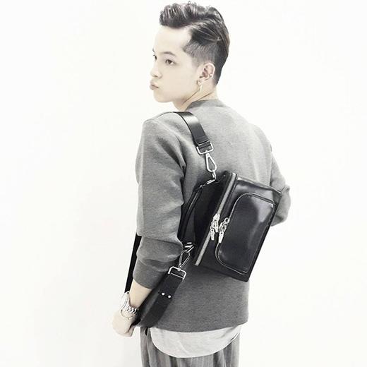 Mặc dù chỉ là những trang phục với những tông màu đơn giản, Kelbin Lei vẫn toát lên đẳng cấp của một tín đồ thời trang hàng đầu Việt Nam. (Ảnh: Internet)