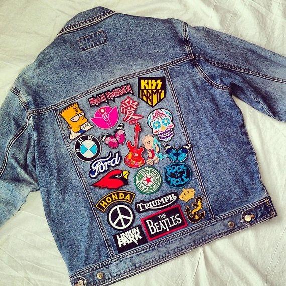Chiếc áo đầy sticker ngộ nghĩnh. (Ảnh: Internet)