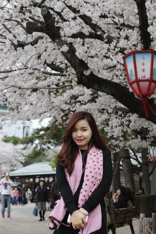 Hoa anh đào ở Nhật đa dạng về chủng loại hơn, có thể dễ dàng nhận thấy qua độ đậm nhạt của sắc hoa. (Ảnh: Diệu Bình)