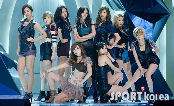 Trái ngược, Hàn Quốc tạo nên sức hút bởi những tên tuổi trẻ trung và sôi động, đa dạng trong âm nhạc. Ảnh: Sport Korea.