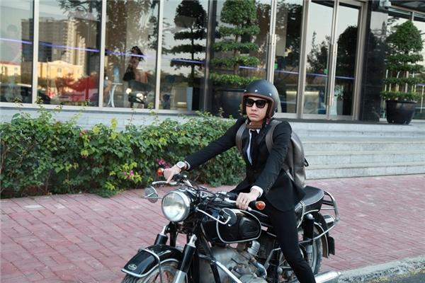 Nam ca sĩ lái xe mô-tô cực ngầu - Tin sao Viet - Tin tuc sao Viet - Scandal sao Viet - Tin tuc cua Sao - Tin cua Sao