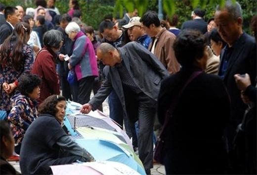 Phụ huynh Trung Quốc đổ xô thực hiện chiến dịch chống ế cho con