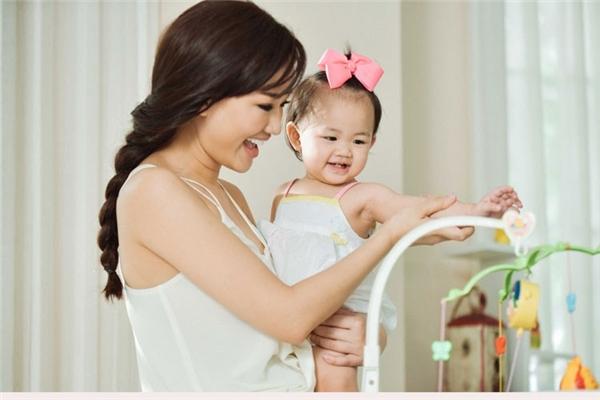 Những bà mẹ đơn thân mạnh mẽ nổi tiếng V-biz
