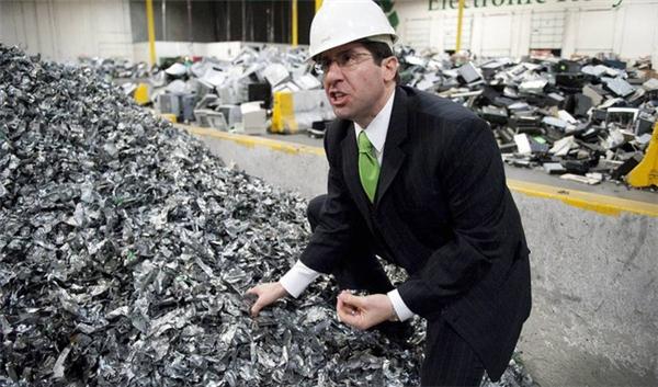 Chiếc điện thoại bạn vừa bỏ đi đang góp phần biến trái đất thành núi rác khổng lồ