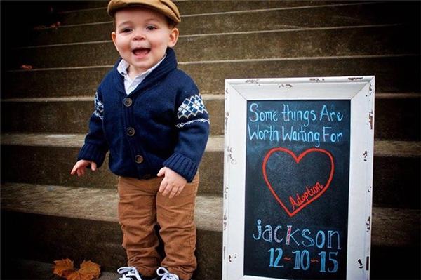 """""""Có những điều xứng đáng được chờ đợi, đó là được nhận nuôi. Jackson: 10/12/2015."""" (Ảnh: TWR)"""