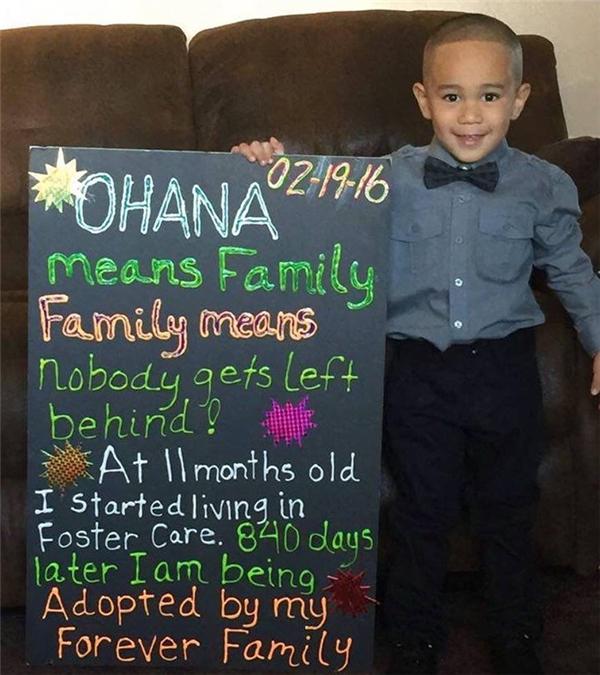 """""""19/2/2016. Ohana nghĩa là Gia đình. Gia đình nghĩa là không một ai bị bỏ lại phía sau! Từ khi được 11 tháng tuổi em đã phải sống trong nhà nuôi dưỡng. 840 ngày (hơn 2 năm) sau em đã được gia đình nhận nuôi vĩnh viễn."""" (Ảnh: TWR)"""