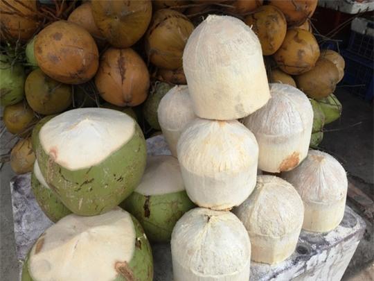 Những trái dừa trắng nõn có thể để 7 ngày không đen.