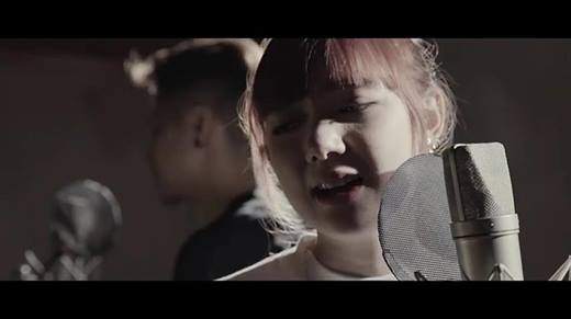 "Fan Việt mê tít ""hot girl"" Thái cover ""Love Yourself"""