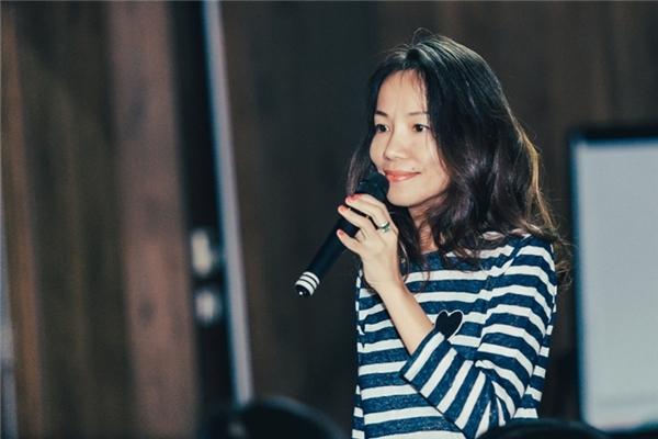 Chị Huyền Phan đã có những chia sẻ thú vị về kinh nghiệm làm đẹp trong chương trình. - Tin sao Viet - Tin tuc sao Viet - Scandal sao Viet - Tin tuc cua Sao - Tin cua Sao