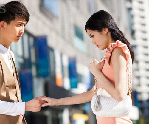 Đàn ông nhìn bên ngoài thì có vẻ lãng quên nhanh hơn phụ nữ. Song thực tế, bên trong con người ấy vẫn ẩn chứa nhiều nỗi buồn dai dẳng (Ảnh minh họa)
