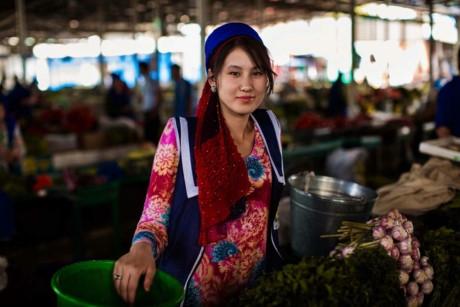 Người phụ nữ này là một tiểu thương ở Dushanbe, Tajikistan.